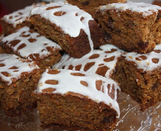 Easy Carrot Cake Tray Bake