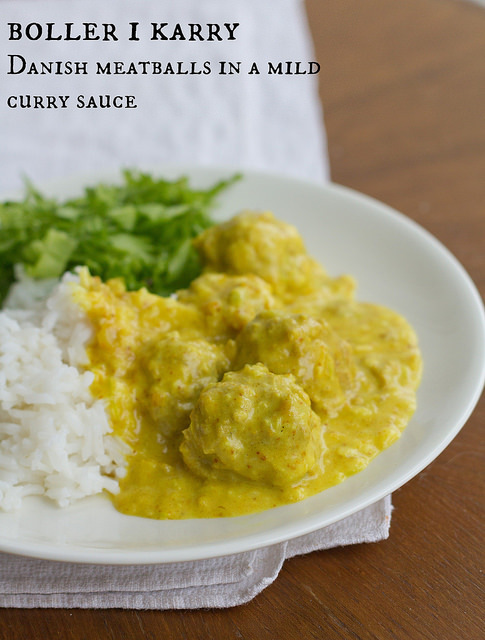 Danish meatballs in curry sauce (boller i karry)