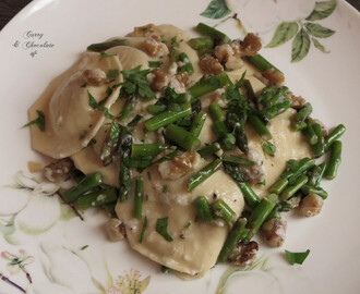 Raviolis con espárragos y nueces – Raviolis with sauteed asparagus and walnuts