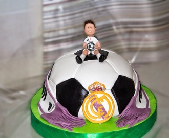Tarta de chocolate blanco Balón Real Madrid