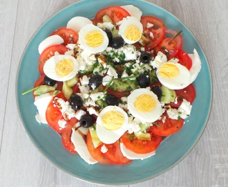Salade composée de tomates mozzarella et feta (Tomatoes salad with feta and mozzarella)