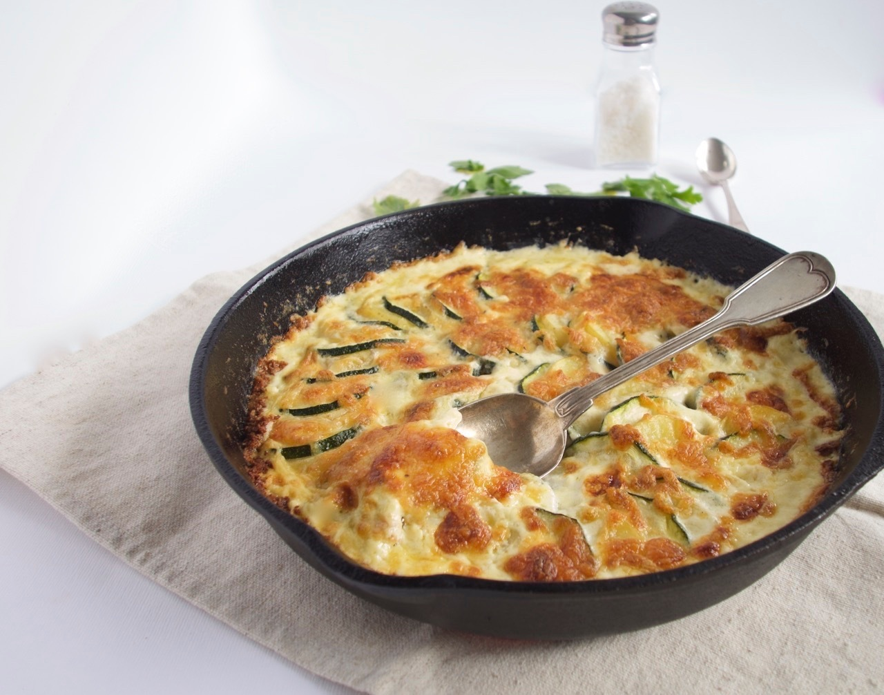 Potato-courgette gratin with Gouda