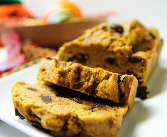 Vegan pumpkin chip bread (with Just Mayo)