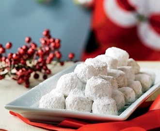 FESTIVE SEASON 2013-2014: Kourabiedes (Greek Christmas butter cookies) flavoured with mastic