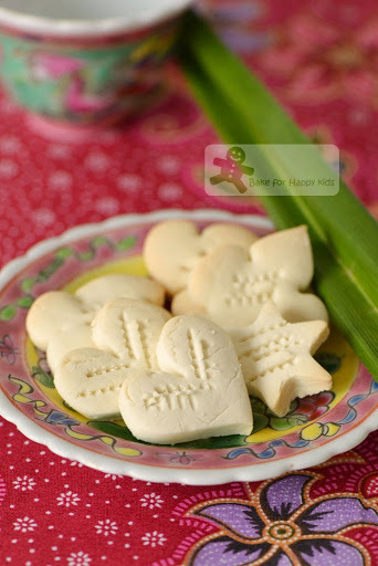 Kueh Bangkit / Kuih Bangkit: The Best Traditional Melt-in-the-Mouth Coconut Cookies