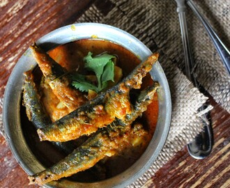 Easy South Indian Style Sardines Fish Curry / Kavala Meen Kuzhambu !!!