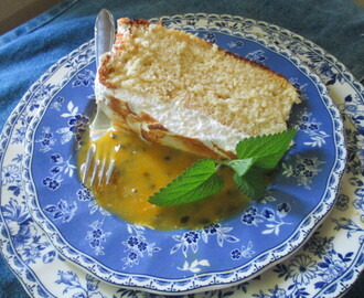Tres leches Cake and passionfruit sauce    (Torta tres leches y salsa de maracuya)