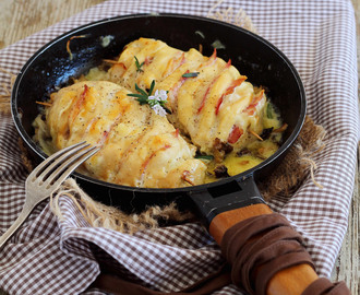Pollo hasselback con bacon, queso y setas