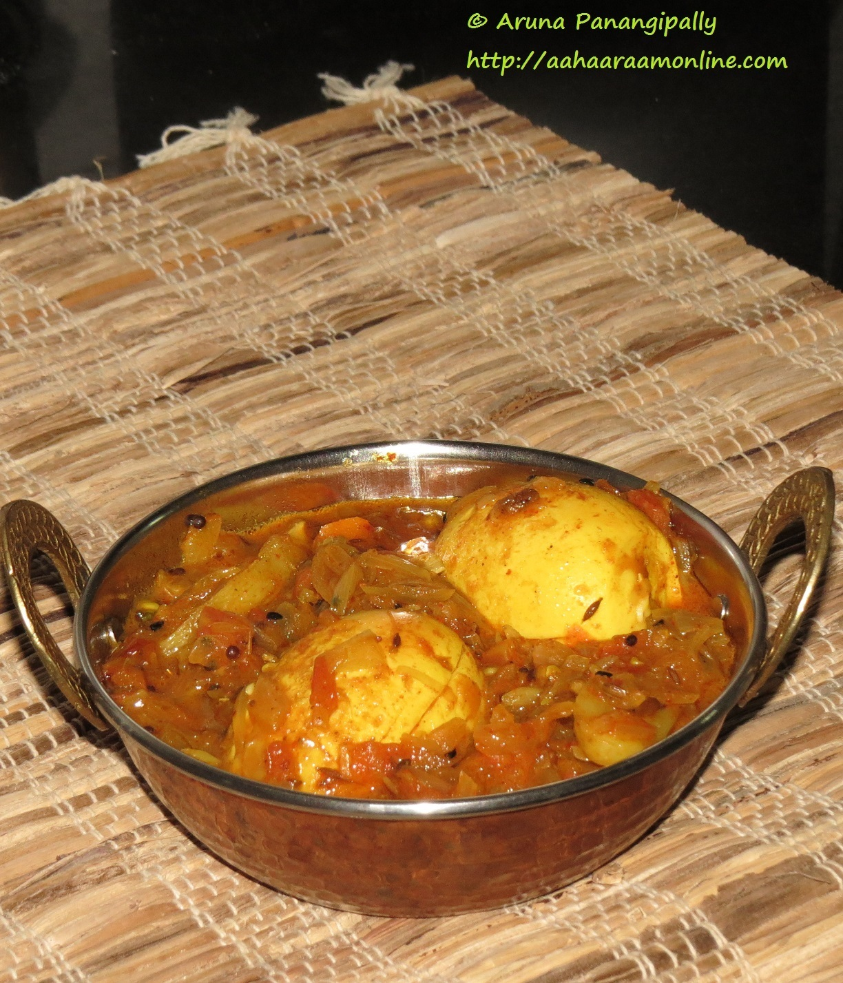 Dimer Jhol/Dalna with Panch Phoran – Bengali Style Egg Curry