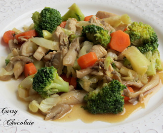 Sautéed chicken with mushrooms and vegetables
