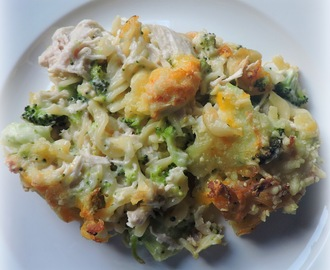 Cheesy Chicken and Broccoli Pasta Bake