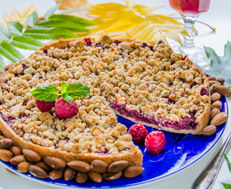 Cherry Almond Crumble Pie