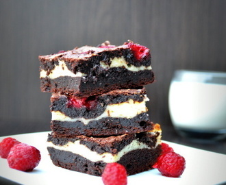 Jubileumi málnás cheesecake brownie