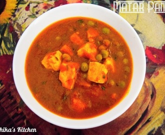Matar Paneer (Cottage cheese and green peas in onion-tomato gravy)