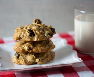 Galletas de Avena con Pasas (Oatmeal Raisin Cookies)