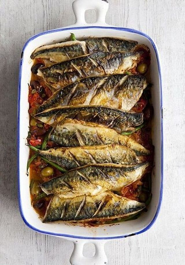 Food: Baked mackerel with tomato sauce, capers and olives | Baked mackerel, Mackerel recipes, Fish recipes