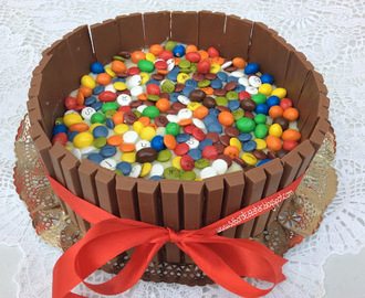 Tarta de galletas con lacasitos, kit kat y m&m's