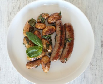 Saucisses Brats aux pommes de terre grenailles et au basilic (Sausages Brats with new potatoes and basil)