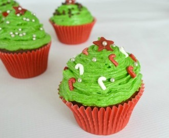 Christmas Tree Cupcakes and an opportunity to review Coles new Bake and Decorate range!