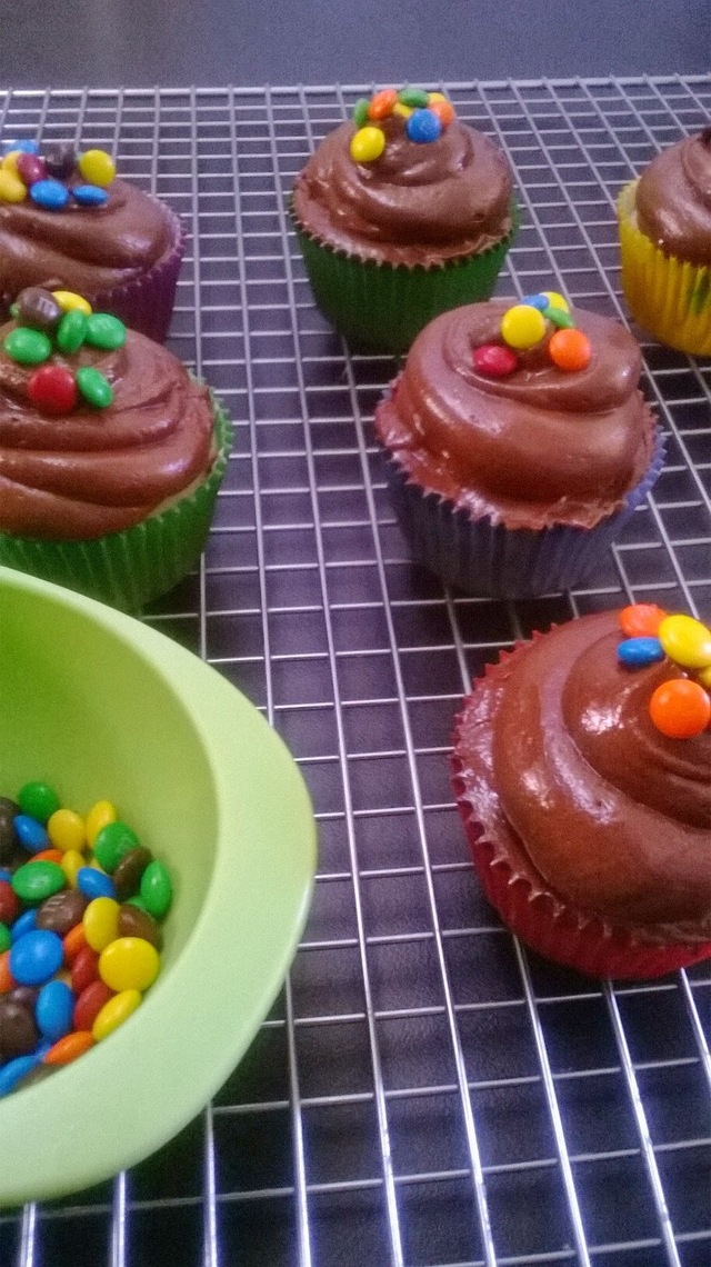 M&M'S Cupcakes con Frosting de Chocolate