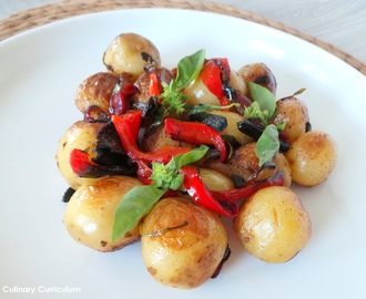 Pommes de terre grenailles aux poivrons et au basilic (New potatoes with peppers and basil)
