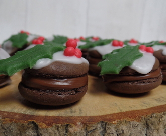 christmas pudding macarons.