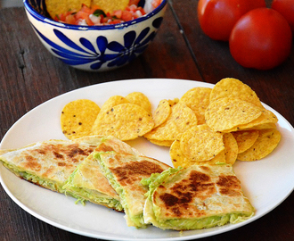 Quesadillas de pollo, queso y aguacate