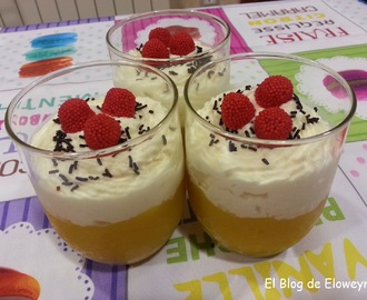 Vasitos con mousse de chocolate blanco y crema de mango