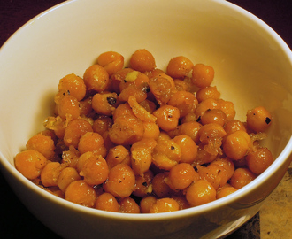 Crunchy Fried Chickpeas with Garlic