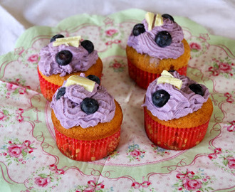 _blueberry white chocolate cupcakes