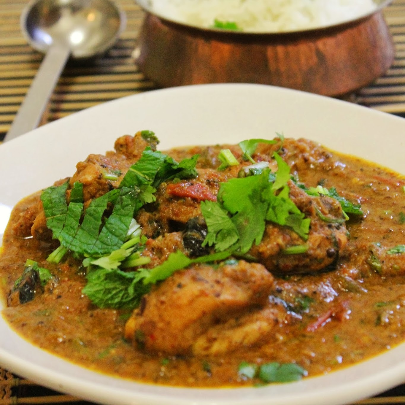 Classic South Indian Chicken Curry / Country Style Indian Spicy Chicken curry !!!!