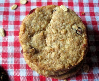 Biscotti Grancereale con fiocchi d' avena e mirtilli rossi secchi - Cereal cookies with rolled oats and dried red berries