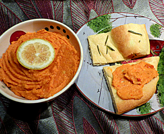 Roasted pepper and tomato hummus
