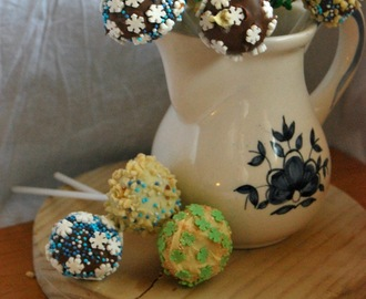Cake pops de chocolate y cream cheese frosting!!! =) =) =)