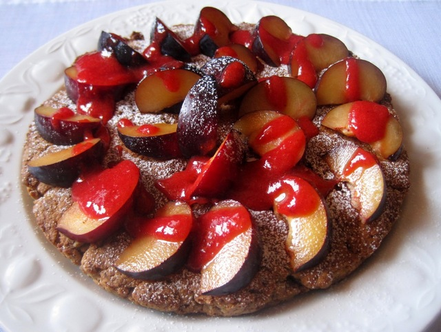 Torta Vegan di susine e fragole - Vegan cake with plums and strawberries