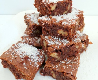Brownies chocolat au lait, noix et noix de coco (Milk chocolate brownies with nuts and coconut)