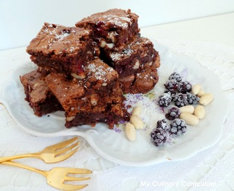 Brownies chocolat au lait, amandes, mûres et noix de coco (Milk chocolate brownies, almonds, blackberries and coconut)