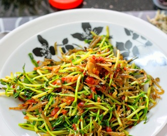 Pucuk Kacang Goreng Cili (Pea Shoots Stir Fried With Chilli)