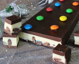 Turrón de chocolate blanco y negro con M&M