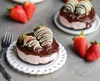 Mini Chocolate-Covered Strawberry Cheesecake