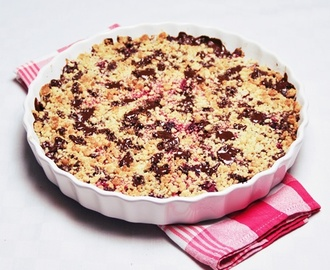 Chocolate chip raspberry crumble