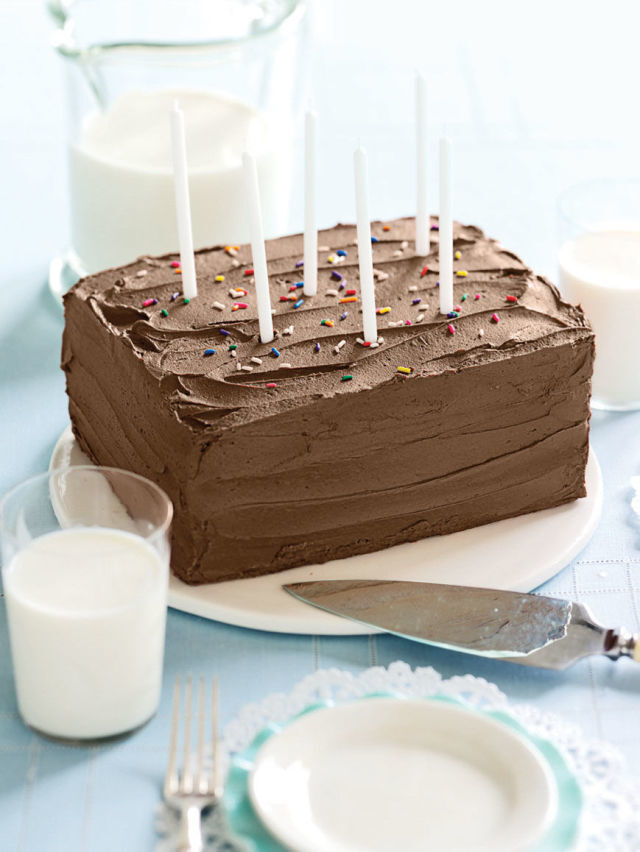 Sponge Cake with Chocolate Frosting