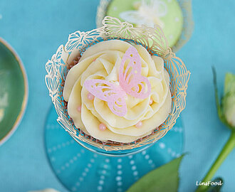 Lemon Curd and Yoghurt Cupcakes