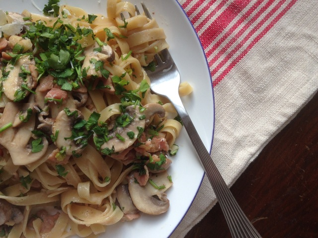 Creamy mushroom and bacon linguine