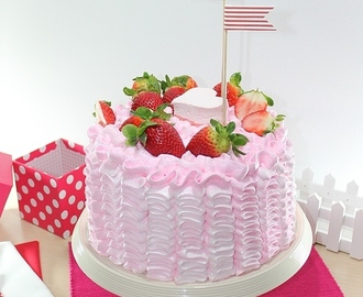 Chocolate Strawberry Layer Cake (Pastel de chocolate y fresa)... ¡ideal para San Valentín!
