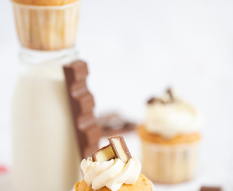 Kinder Riegel® Mini Cupcakes mit feiner Swiss Meringue Buttercreme