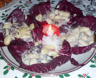 GNOCCHI IN FOGLIA DI RADICCHIO CON GORGONZOLA E SPECK/GNOCCHI IN RED CICORY LEAVES WITH GORGONZOLA CHEESE AND SPECK