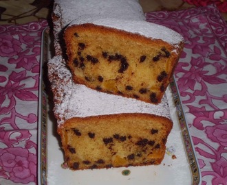 PLUM CAKE CON PESCHE SCIROPPATE E GOCCE DI CIOCCOLATO/PLUM CAKE WITH PEACHES IN SYRUP AND CHOCOLATE DROPS