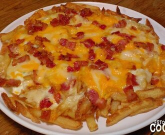 Receta de patatas fritas con queso y bacon (bacon and cheese fries)