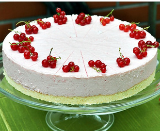 CHEESECAKE ALLO YOGURT AI FRUTTI DI BOSCO